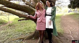 English milf eating out lesbian beauty